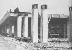 Une section de l'autoroute Métropolitaine en construction
