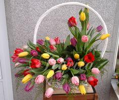 Koš s 45 tulipány Deco Floral, Wreaths, Home Decor, Baskets, Flowers, Decoration Home, Door Wreaths, Room Decor, Deco Mesh Wreaths