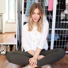 Pin for Later: 12 deutsche Beauty Blogger mit den besten Tipps & Tricks Diana zur Löwen Ihr YouTube: Diana zur Löwen Ihr Instagram: @dianazurloewen