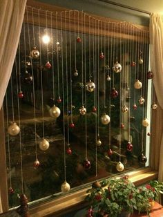 101 Christmas decorations easy and cheap - Christmas Crafts Christmas Window Decorations, Decorating With Christmas Lights, Christmas Themes, Christmas Holidays, Christmas Windows, Christmas Decorations Apartment Small Spaces, Christmas Decorations Diy Cheap, Diy Christmas Crafts To Sell, Christmas 2018 Trends