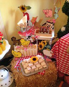 Mesa infantil para merienda, temática granja.    Sweets, tarta, candy , sandwiches, decor... mesa dulce. Www.celavi.es
