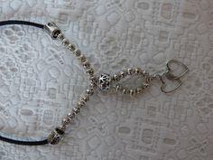 Collier court en perles métal argentés et par Axellecreations