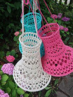 Lindevrouwsweb: Kroonluchter Norah in Off White Lampe Crochet, Crochet Lampshade, Crochet Curtains, Crochet Home Decor, Crochet Crafts, Knit Crochet, Creative Crafts, Diy And Crafts, Crochet Plant Hanger