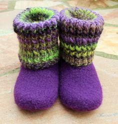 Wer hat schon lilafarbene Filzstiefel mit Rollkragen? Kann man selbermachen!