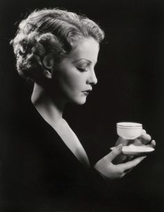 Vintage photograph of classic Hollywood actress Sari Maritza sipping tea. Hollywood Glamour, Classic Hollywood, Old Hollywood, Hollywood Divas, Hollywood Icons, Vintage Glamour, Vintage Beauty, Vintage Vogue, Belle Epoque