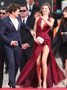 36th birthday boy Orlando Bloom arrives with wife Miranda Kerr garbed in burgundy Zuhair Murad | 2013 Golden Globes