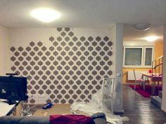 Cutting Edge Stencils shares a DIY stenciled accent wall in an apartment using the Cascade Allover Stencil pattern. Diy For Girls, Diy For Teens, Diy Room Decor For Teens, Wall Stencil Patterns, Cool Walls, Room Decor Bedroom, Diy Wall, Stencils, Tutorials