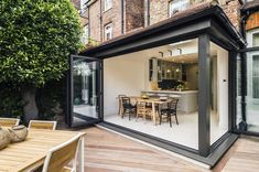 Open air dining space in a totally refurbished 3 storey Victorian townhouse, Highgate, North London, UK - Home Design and Decoration Architecture Design, Residential Architecture, Victorian Architecture, Victorian Townhouse, Victorian Homes, Victorian Decor, Modern Exterior, Interior Exterior, Luxury Interior