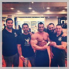 Peter Molnar, uno dei più potenti Bodybuilder in circolazione, posa per noi in questa foto scattata al trofeo Due Torri 2013 a Bologna! :-)