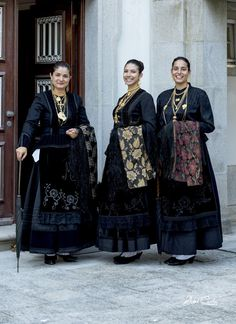 Portuguese Culture, Folk Clothing, Portugal Travel, Mi Long, People Around The World, Dance Costumes, Traditional Outfits, Lace Skirt, Most Beautiful