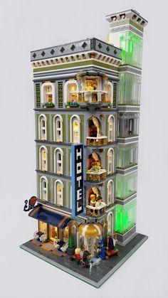 The Grand Billund Hotel Lego City Sets, Lego Sets, Legos, Lego Hotel, Lego Hacks, Lego Design, Modular Design, Lego Furniture, Amazing Lego Creations