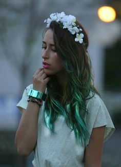 NAUGHTY MESS - Green hair
