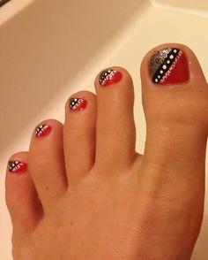 Cute for uga gameday n a i l z toe nail designs, cute toe na Simple Toe Nails, Cute Toe Nails, Toe Nail Art, Pretty Nails, Nail Nail, Acrylic Nails, Toenail Art Designs, Toe Nail Designs, Funky Nail Art