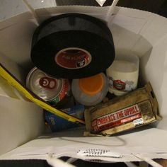 Surprise gift bags in hotel rooms for out of town tourneys. Fill with hockey tape, treats, deodorant, fruit and of course candy! Hockey Tape, Hockey Mom, Field Hockey, Ice Hockey, Hockey Stuff, Hockey Birthday Parties, Hockey Party, Hockey Tournaments, Baseball Tournament