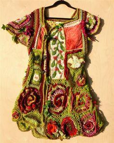 Freeform Mix - lang vest mixed media textiel/ rode bloemen met quilt