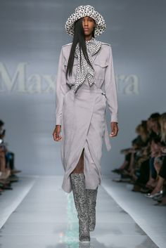 A look from the MaxMara Spring 2015 RTW collection.