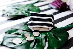 Coin Pouch Tutorial - see kate sew Pencil Case Tutorial, Zipper Pouch Tutorial, Diy Coin Pouches, Clutch Pattern, Diy Wallet, Sewing Projects For Kids, Sewing Tutorials, Birdhouse, Xmas Gifts