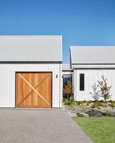 Garage link to house. Timber garage door and board and batten cladding. House Cladding, Exterior Cladding, Facade House, Timber Cladding, Design Garage, Exterior Design, House Design, Garage Halloween, Grange Restaurant