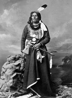 """TIL that Standing Bear (c. 1829 was a Ponca Native American chief who successfully argued in U. District Court in 1879 in Omaha that Native Americans are """"persons within the meaning of the law"""" and have the right of habeas corpus. Nebraska, Oklahoma, Native American Photos, Native American History, American Indians, American Women, American Art, Native Indian, Indian Tribes"""