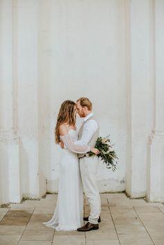 The Botticelli dress / photo Pinewood Weddings / flowers Flora Floral Botanical Aterlier