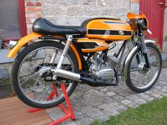 Fland636Flandria Motorcycle Images, Motorcycle Design, Small Motorcycles, Vintage Motorcycles, Custom Moped, Cafe Racer Bikes, Moto Guzzi, Mini Bike, Harley Davidson