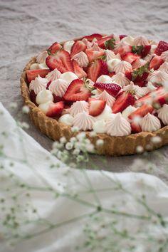 Strawberry Tart, Fruit Tart, Strawberry Desserts, Summer Desserts, Just Desserts, Dessert Recipes, Easy Tart Recipes, Baking Recipes, Recipe For Brown Butter