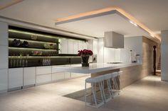 éclairage LED indirect en rubans lumieux dans la cuisine avec faux plafond