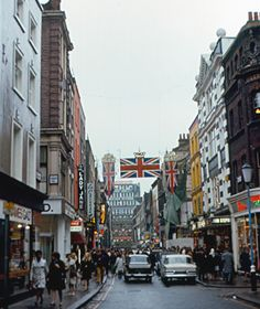 London - Carnaby Street - in the City of Westminster - Wikimedia Commons England And Scotland, England Uk, London England, Vintage London, Old London, London Eye, West London, London City, Swinging London