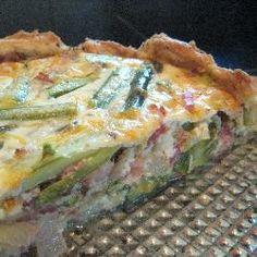 Hartige taart met asperges, spek en ui