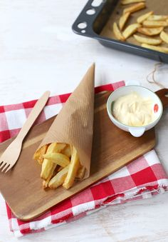 De lekkerste ovenfrietjes maak je zelf Good Food, Yummy Food, How To Cook Potatoes, Time To Eat, Foods To Eat, Veggie Dishes, Light Recipes, Baking Recipes, Party