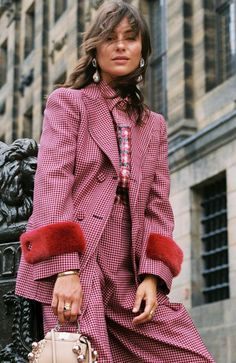Chic Winter Work Outfits, Winter Outfits, colour coordinate your top with your suit and you are ready in less than 10 minutes. Fashion Week, Winter Fashion, Fashion Outfits, Womens Fashion, Fashion Trends, Fashion Fashion, Feminine Fashion, Fashion Beauty, Chic Winter Outfits