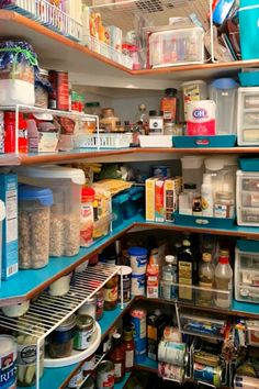 Kitchen pantry organization ideas for a walk in pantry closet with shelves. How to organize a closet pantry for a beautiful organized pantry. Pantry organizers we love! Kitchen Pantry Cupboard, Small Kitchen Pantry, Free Standing Kitchen Pantry, Small Cottage Kitchen, Kitchen Pantry Design, Kitchen Storage, Deep Pantry Organization, Organization Ideas, Organized Pantry