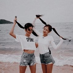 Jisoo and Jennie BlackPink Kpop Girl Groups, Korean Girl Groups, Kpop Girls, Kim Jennie, Blackpink Fashion, Korean Fashion, Forever Young, J Pop, Black Pink