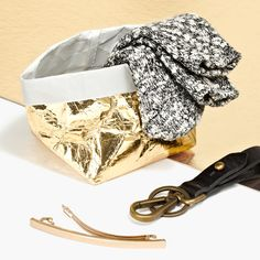 holiday gift picks for the girl who thinks no detail is too small: madewell marled trouser socks, front door key fob + hair clip. #giftwell