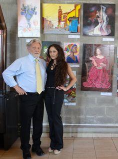 Claudia Alameda y el Profe (arriba del profe bodegón de Claudia y al lado de Claudia Su Retrato de jovencita con vestido rosa y camelias)