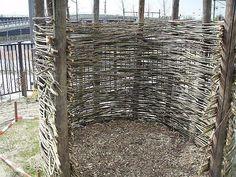 hut van gevlochten wilgen tenen Bamboo Screening, Hut, Bushcraft, Play Houses, Firewood, Shelter, Building, Nature, Garden Ideas