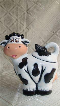 Cows Mooing, Cow Kitchen, Cow Gifts, Cow Decor, Cool Kitchen Gadgets, Cold Porcelain, Cookie Jars, Tea Pots, Decoupage