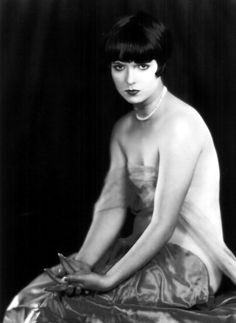 Louise Brooks in a boudoir shoot, 1920s