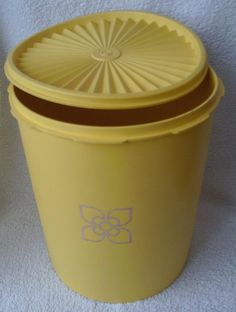 VINTAGE TUPPERWARE- GIANT STORAGE CANISTER with MATCHING RIBBED LID in Collectables, Kitchenalia, Tupperware | eBay