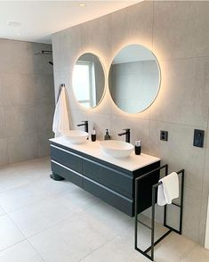 A lovely example of modern, sleek design in this bathroom. Modern Office Design, Modern Bathroom Design, Office Designs, Bad Inspiration, Bathroom Inspiration, Bathroom Linen Cabinet, Bathroom Vanities, Modern Shower, Minimal Decor