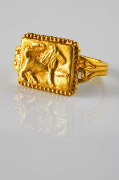 Ring Gold ring with a lion  Spain, 4th C.