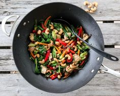 Kyllingwok med cashewnøtter Kung Pao Chicken, Pasta Salad, Ethnic Recipes, Food, Spinach, Crab Pasta Salad, Essen, Noodle Salads, Yemek