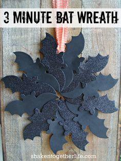3 Minute Bat Wreath #Halloween #wreath #DIY #homedecor