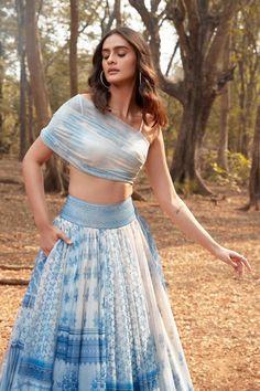 Indian Fashion Dresses, Indian Designer Outfits, Fashion Outfits, Tunic Designs, Designs For Dresses, Indian Gowns Dresses, Indian Bridal Outfits, Dress Indian Style, Stylish Dresses