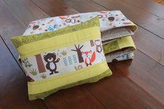 Mini-#almofada Na Floresta, vendida separadamente. Fica um conjunto lindo para #meninos ou #meninas! Mini #pillow #Forest, sold separately. Beautiful bedding set! #Gender #neutral.