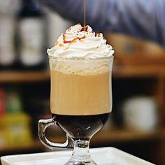 #Domingo combina com os cafés especiais da #CiaMineiradeChocolates! Quem também ama?!