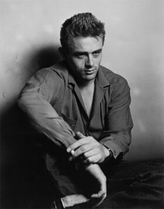Photographer Roy Schatt photographs James Dean. #JamesDean #RoySchatt #malebeauty