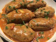 Gołąbki po meksykańsku Świetna alternatywa dla tradycyjnych gołąbków z kapustą. To danie możemy podać z pieczywem, ziemniaczkami, ryżem lub kaszą. Jest bardzo łatwe i dość szybkie w przygotowaniu, a w smaku… pychotka! Polecam 🙂 Składniki: 0,5 kg mięsa mielonego wieprzowego 1 jajko 2 ząbki czosnku 2 łyżki kaszy manny lub bułki tartej 150g … Kitchen Recipes, Cooking Recipes, Fast Healthy Meals, Polish Recipes, Pork Dishes, Best Appetizers, Lunches And Dinners, Pork Recipes, My Favorite Food