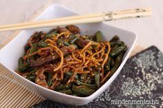 Zöldbabos, szezámos sertés csíkos tészta villámgyorsan