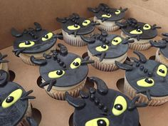 Toothless how to train your dragon cupcakes with fondant and gum paste toppers. Whisk Bakery Augusta, Georgia and Wiesbaden, Germany Facebook.com/cupcakesbybritani, http://whisksweetlife.blogspot.com